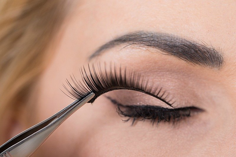 how to take eyelash extensions off