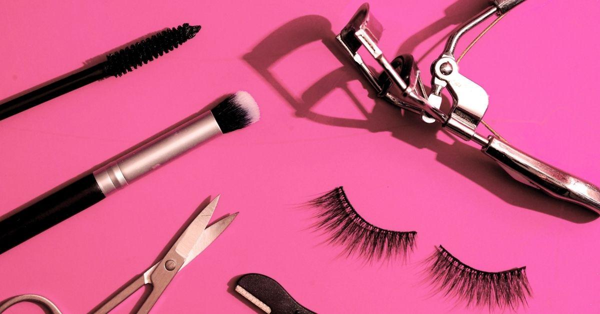 how to put on magnetic eyelashes