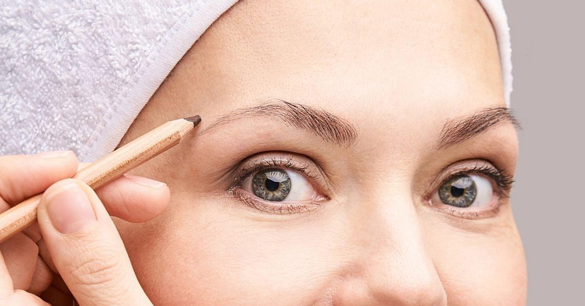 lighten your eyebrows with makeup