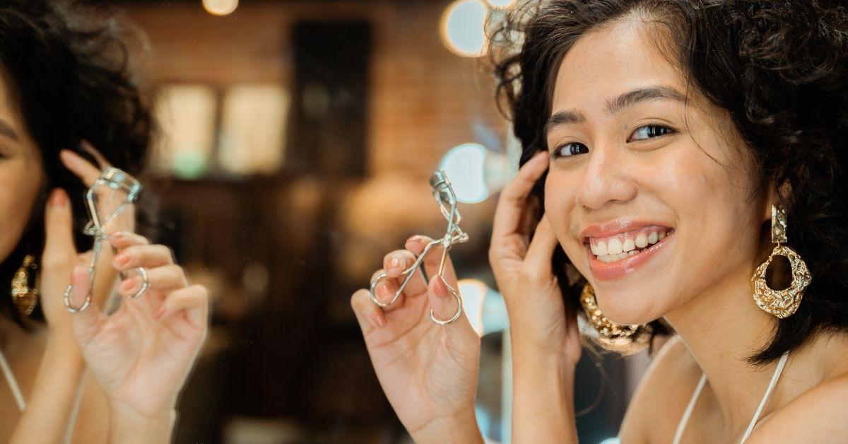 how to use eyelash curler steps